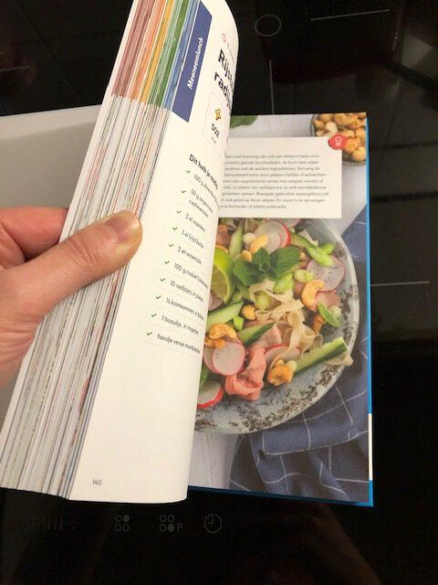 rijstnoedelsalade met radijsjes en cashewnoten